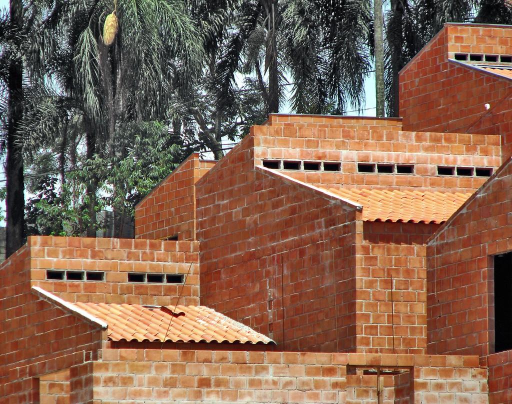 Estudo experimental de ligações entre paredes  de alvenaria estrutural de blocos cerâmicos  sujeitas a ações verticais